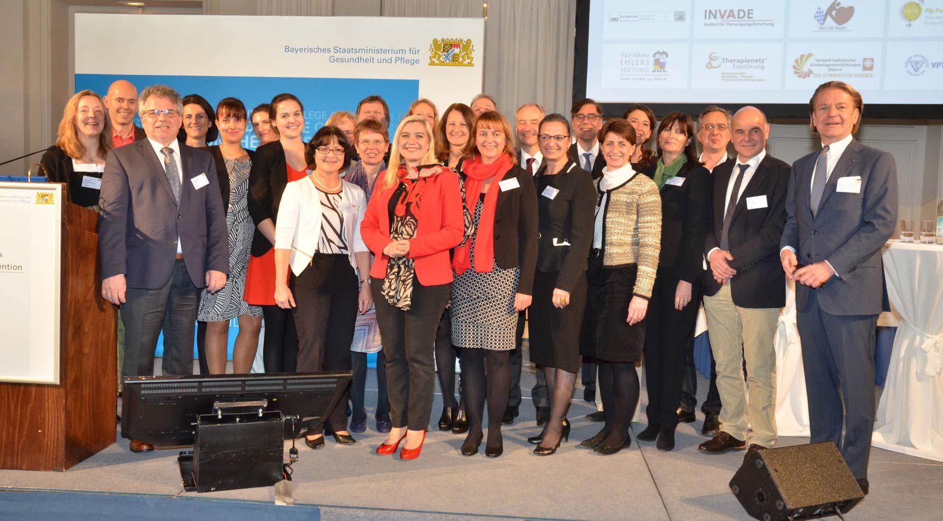 19 Mitglieder traten dem Bündnis für Prävention bei seinem 2. Forum in der Münchner Residenz am 20. März 2017 bei.