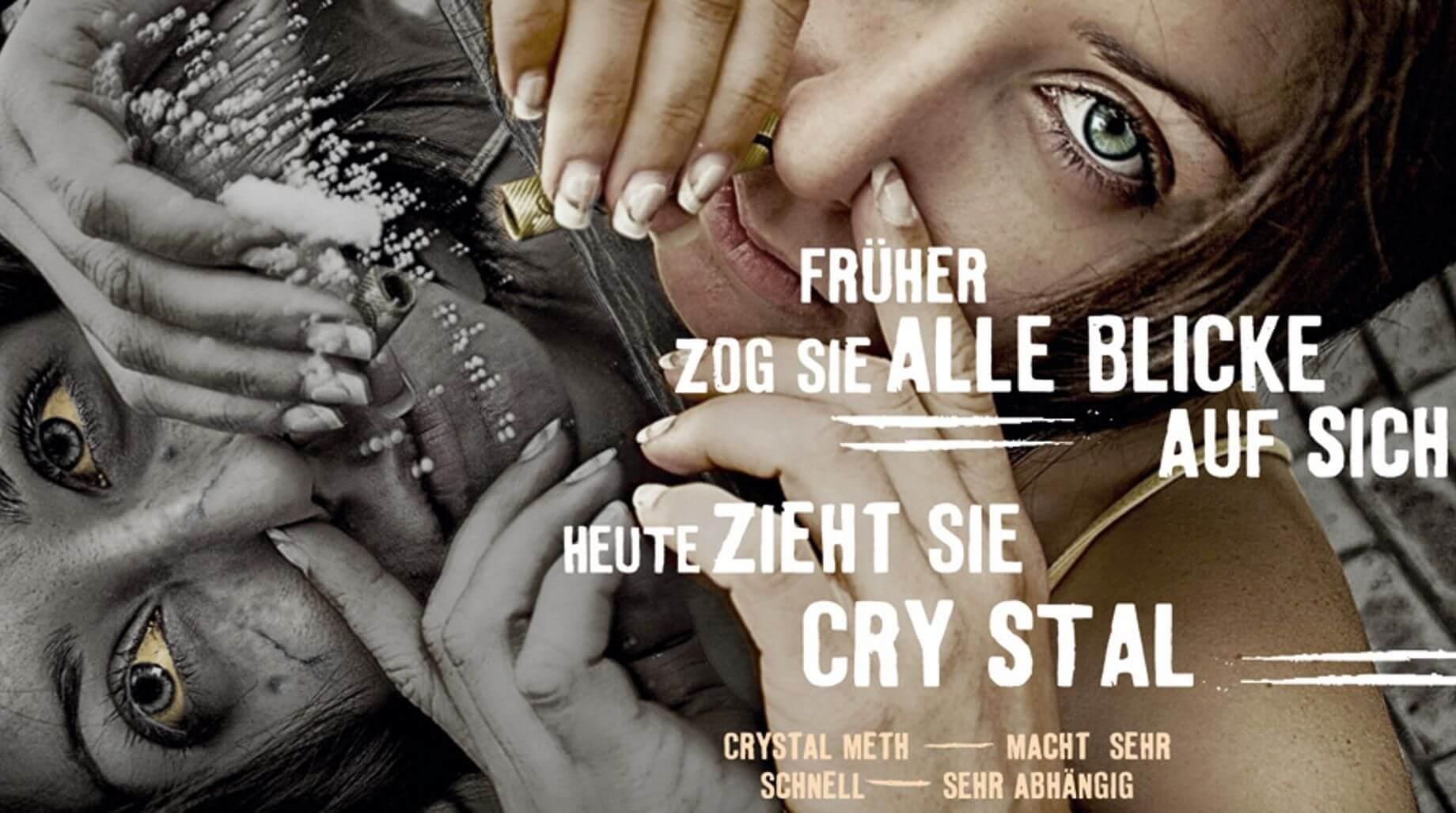Mädchen zieht Crystal Meth- Schriftzug: Früher zog sie alle Blicke auf sich. Heute zieht sie Crystal.