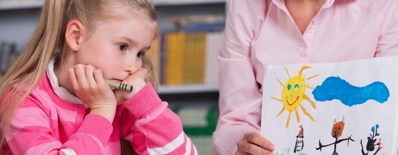 Kind beim Psychotherapeuten.