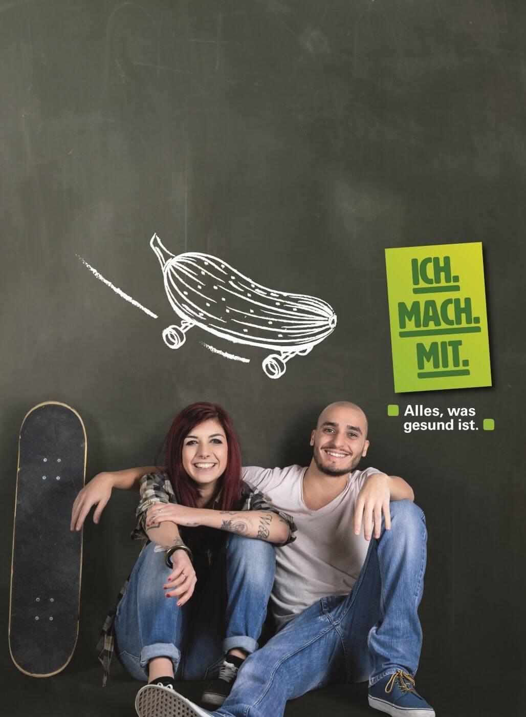 """Zwei Jugendliche mit Skateboards. Motiv der Kampagne """"Ich mach mit. Alles, was gesund ist"""""""