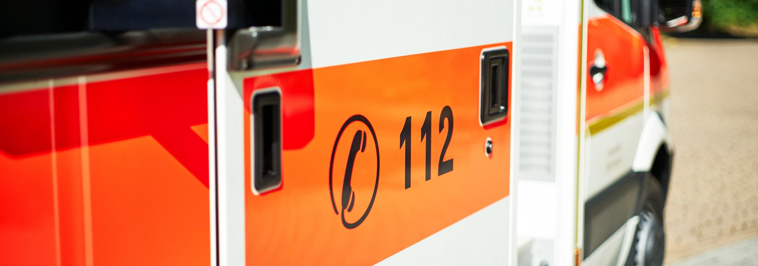 Rettungswagen, Notrufnummer 112.