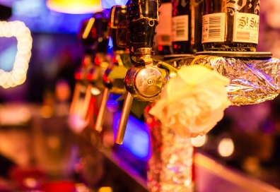 Schankanlage. Alkohol wird asugeschenkt.