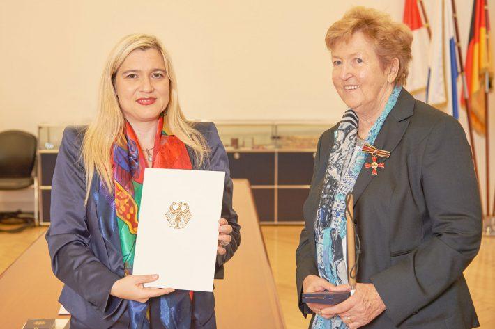 Überreichung des Verdienstkreuz am Bande des Verdienstordens der Bundesrepublik Deutschland an Irma-Lies Dippold am 3. November 2015.
