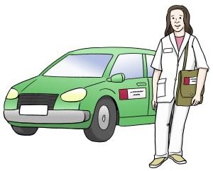 Eine Frau vom Pflegedienst neben ihrem Auto.