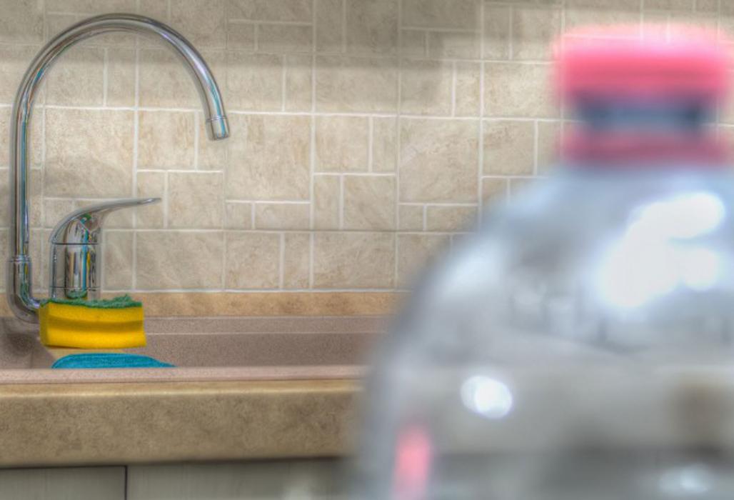 Plastikflasche in der Küche