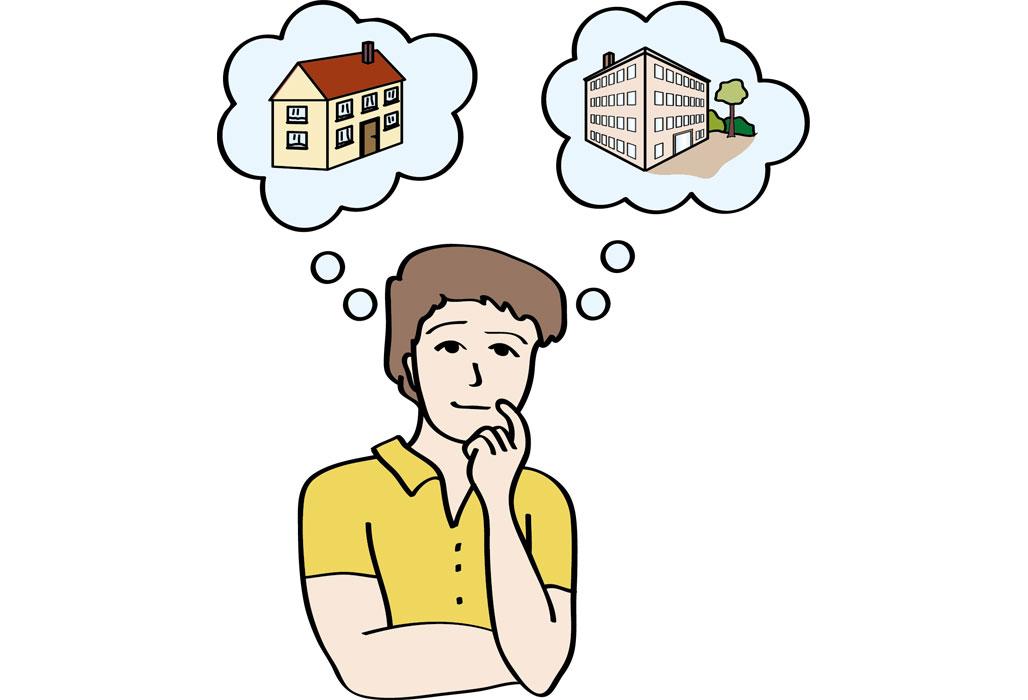 Ein Mann denkt nach, ob Pflege zu Hause oder in einem Pflegeheim besser sei.