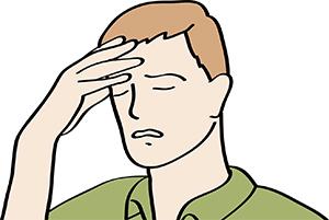 Ein Mann hat Kopfschmerzen.