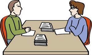 Zwei Personen in einer Beratung