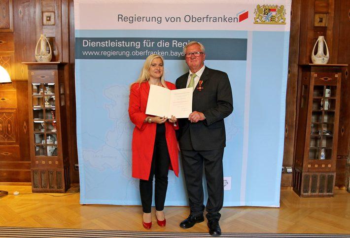 Aushändigung Bundesverdienstkreuz Herr Meyer-einzelfoto