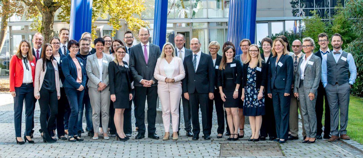 Mitarbeiterinnen und Mitarbeiter des Bayerischen Landesamts für Pflege