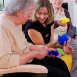 Ambulant betreute Wohngemeinschaft Kirschgarten: Spiel mit Tüchern