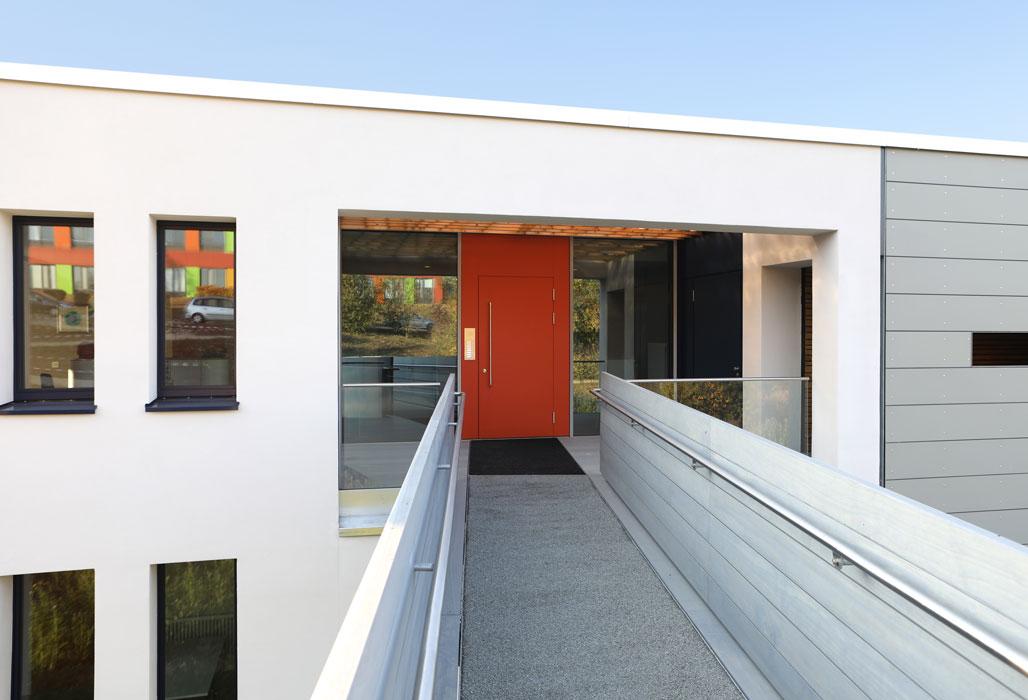Eingang Patienten- und Angehörigenhaus