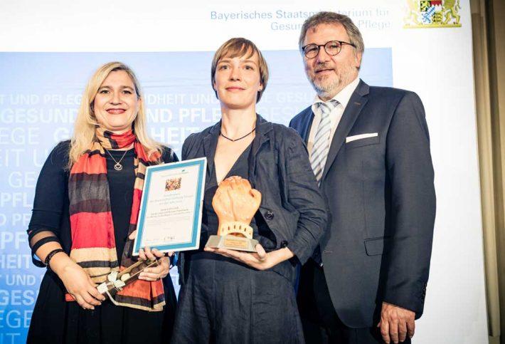 Sonderpreis Gewinnerin Gesa Gottschalk mit Staatsministerin Melanie Huml und Stiftungsratvorsitzendem Dr. Rainer Schäfer