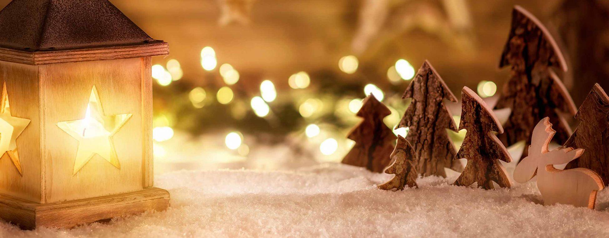Bild zum Adventsrätsel: Laterne und Adventsdekoration