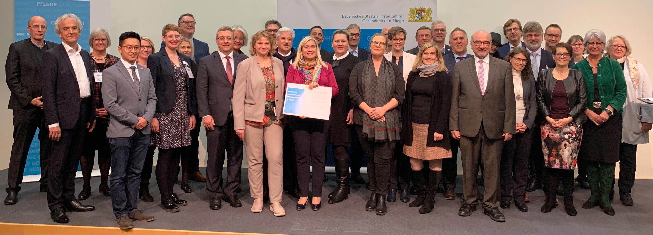 """Treffen der Partner des Bündnisses für generalistische Pflegeausbildung am 6. November 2019 auf der Messe """"ConSozial"""" in Nürnberg."""
