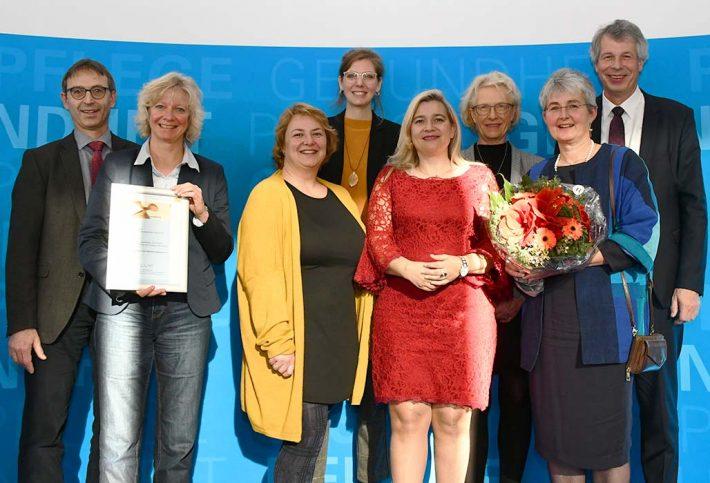 Die Preisträgerinnen und Preisträger des Bayerischen Präventionspreises 2019 aus Augsburg