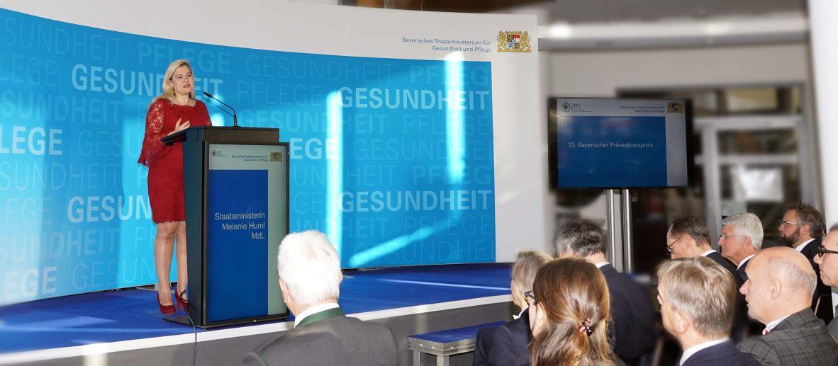 Huml hat Bayerischen Präventionspreis 2019 verliehen - Bayerns Gesundheitsministerin und LGL-Präsident Zapf zeichneten innovative Präventionsprojekte aus Augsburg, Cham, Landshut und Nürnberg aus