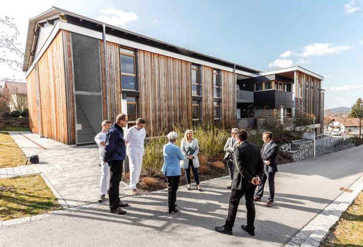 Staatsministerin Huml besucht die eingerichtete Schwerpunktpraxis in Deggendorf