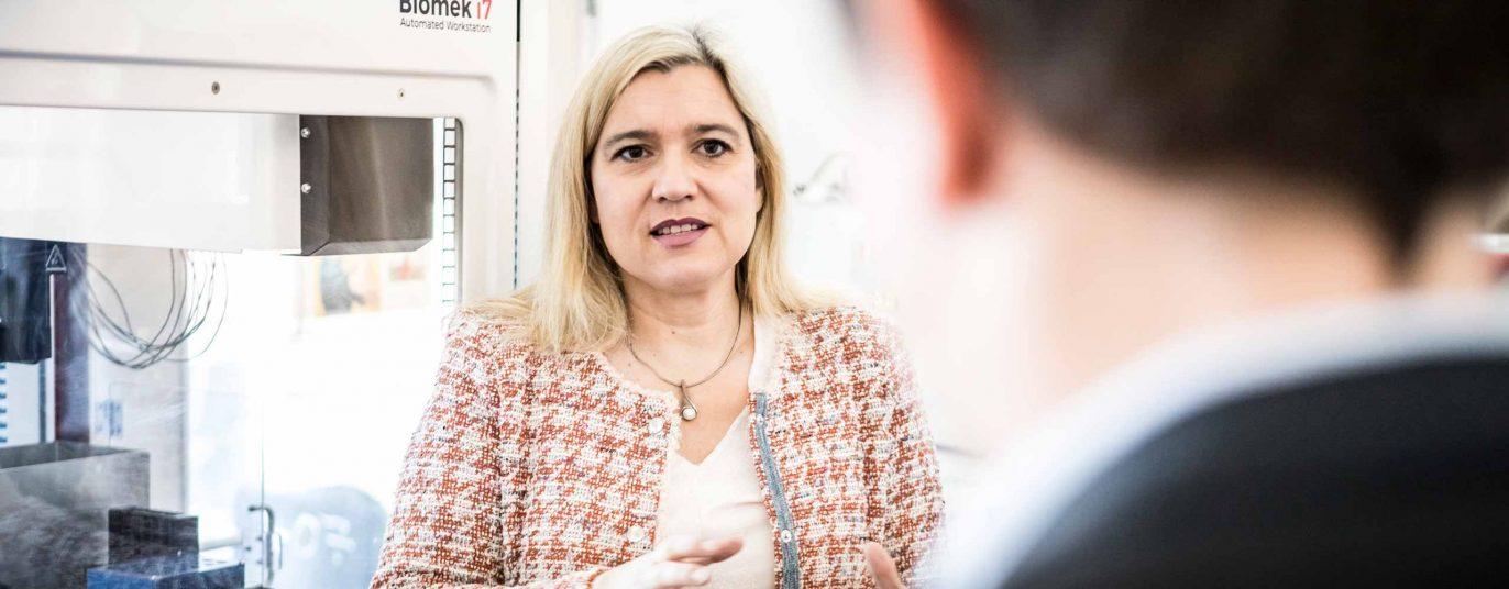 Melanie Huml im Testlabor des Bayerischen Landesamts für Gesundheit und Lebensmittelsicherheit in Oberschleißheim.
