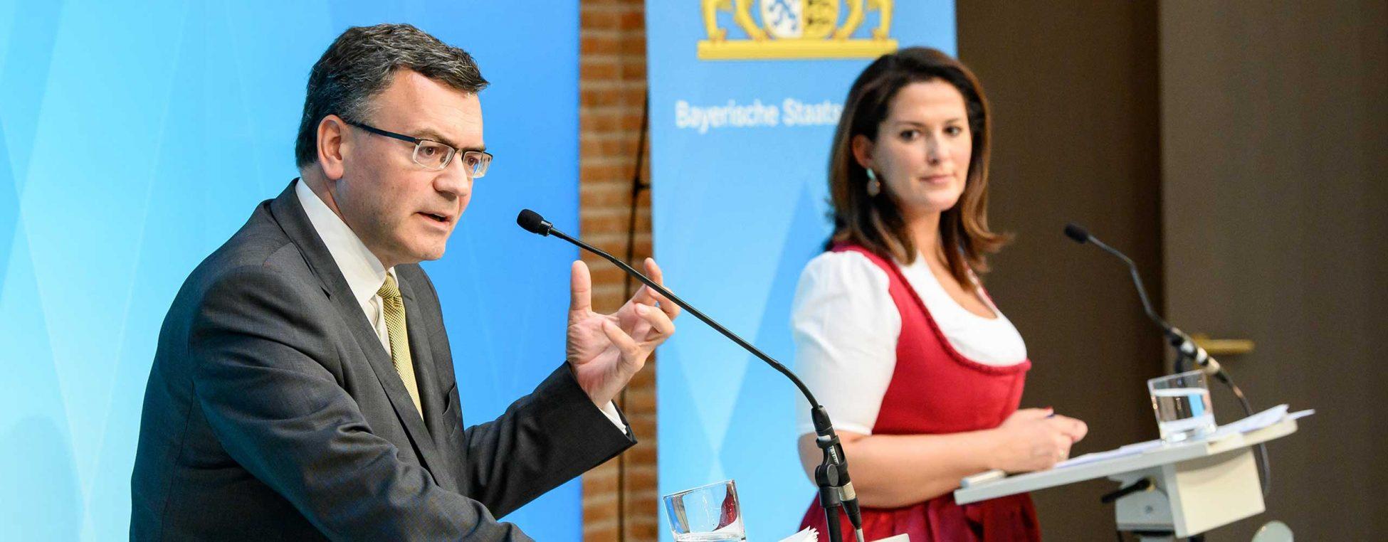 Dr. Joachim Herrmann bei der Pressekonferenz der Staatsregierung am 7. Juli 2020.