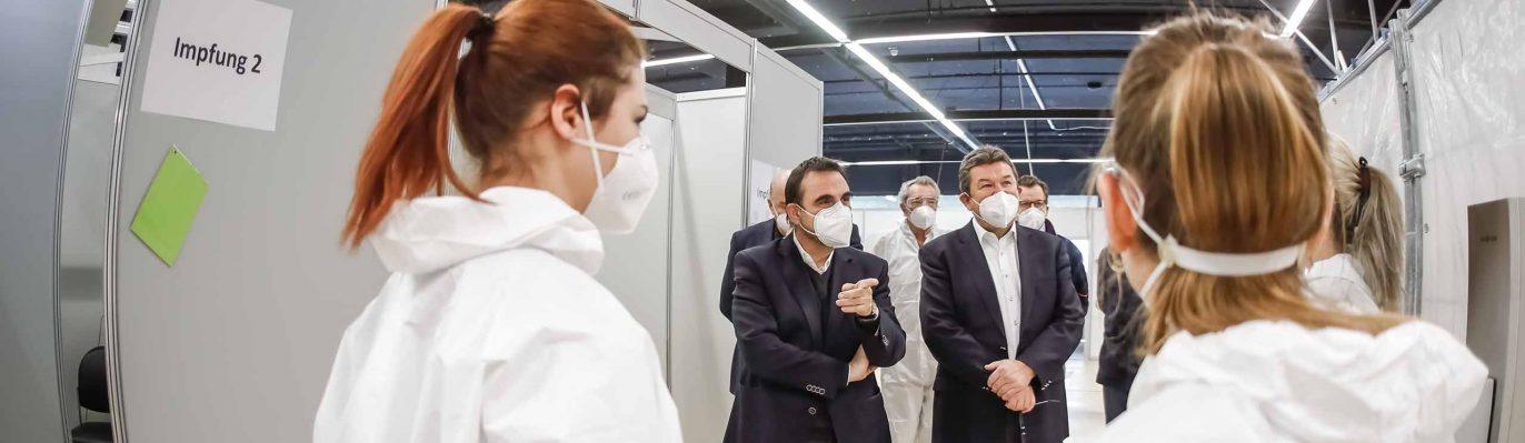 Staatsminister Klaus Holetschek im Impfzentrum
