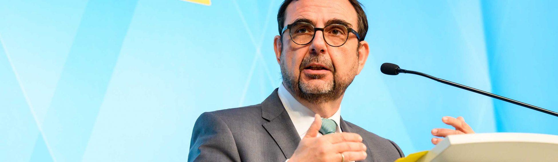 PK zur Sitzung des Ministerrates mit dem Leiter der Bayerischen Staatskanzlei Florian Herrmann und Gesundheitsminister Klaus Holetschek. Aufgenommen am 20. April 2021 in der Bayerischen Staatskanzlei in München.