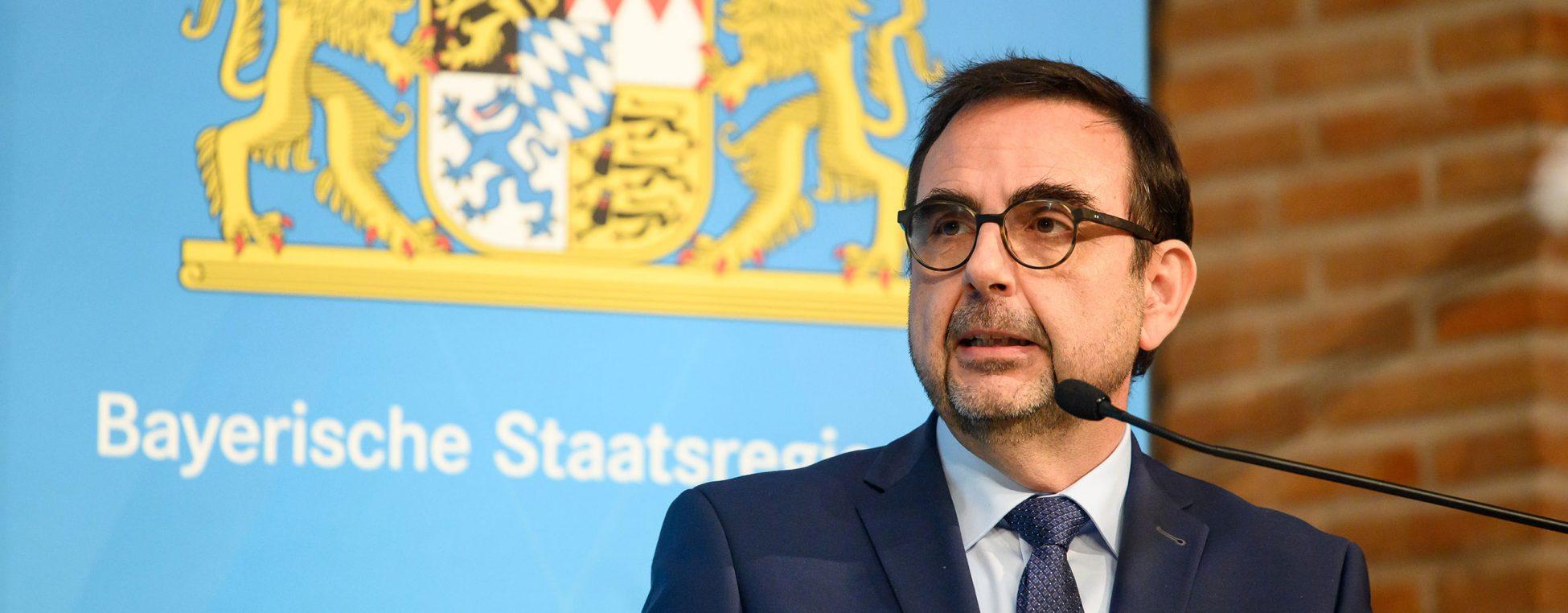 Das Bild zeigt Gesundheitsminister Klaus Holetschek